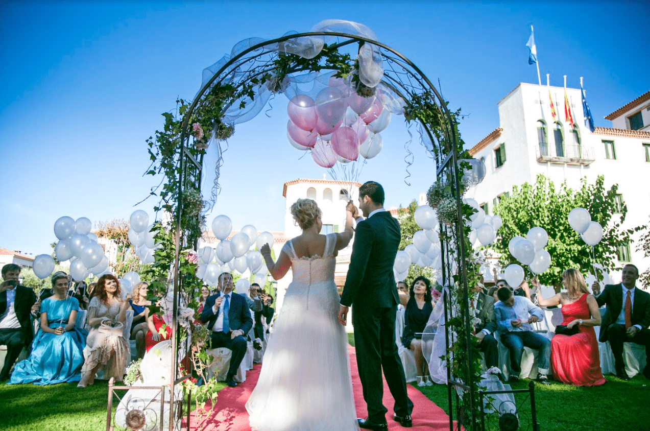 6 Tips for choosing the first and the last song for your wedding.