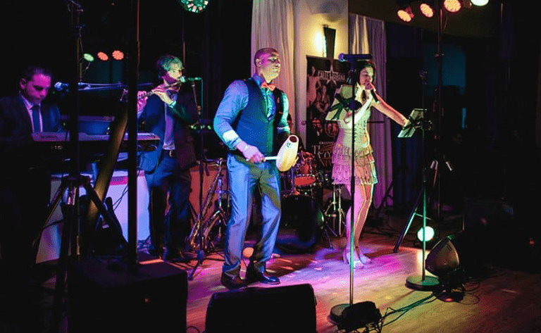 How to choose between precorded or live music for the wedding cerimony. Photo Calla Havana