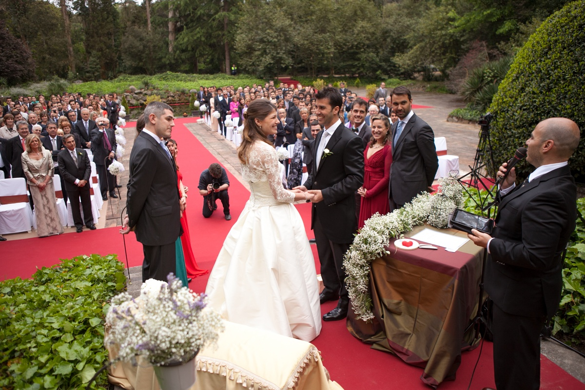 6 THINGS TO KNOW IF YOU'RE PLANING A LARGE WEDDING